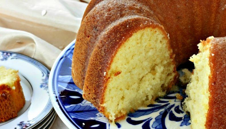 Como fazer o bolo d'água mais fofinho de todos que combina com qualquer recheio?