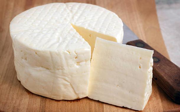 Aprenda a fazer queijo fresco em casa! Descubra essa receita simples e fácil de preparar