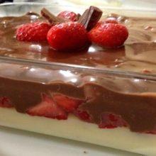 Veja como fazer um doce de morango e chocolate meio amargo irresistível