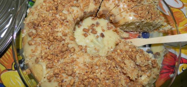 Bolo de amendoim:Com essa cobertura apetitosa, não vai sobrar fatia para contar história.
