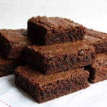 Brownie de chocolate com aveia é ótima opção de sobremesa