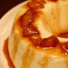 Delicioso pudim de iogurte e calda de abacaxi. Aprenda a preparar uma sobremesa irresistível e deliciosa