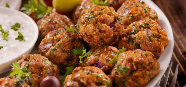Almôndega poderosa é muito saudável e mistura carnes e vegetais: veja como fazer