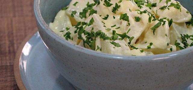 Confira como fazer: Salada Cremosa de Batatas  é delicioso!