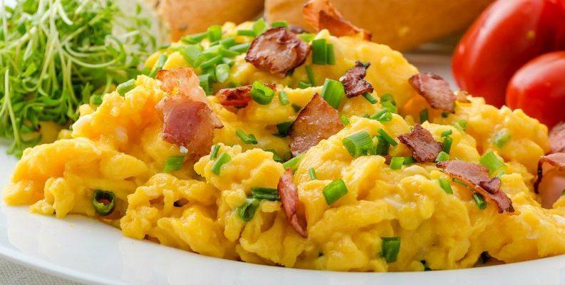 É este o segredo para fazer O MELHOR ovo mexido cremoso sem leite ou creme de leite